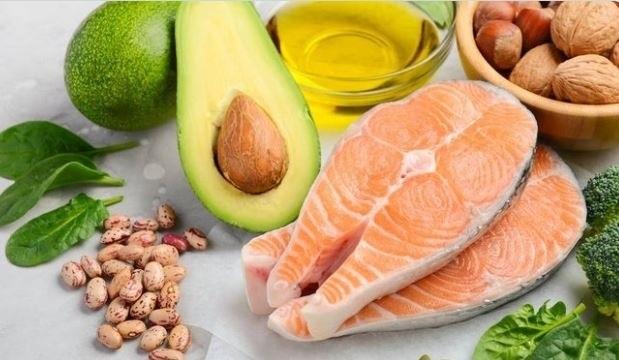 Cómo prevenir el envejecimiento y no morir en el intento: guía de alimentos