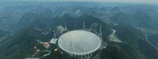 """El """"ojo en el cielo"""" de China: el gigante asiático activa el radiotelescopio más grande del mundo"""