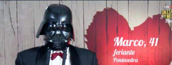 'First Dates': Darth Wader acude a buscar su media naranja y le dan calabazas