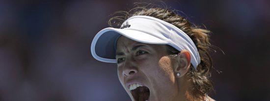Garbiñe Muguruza se abre paso a raquetazos de tenis hasta las semifinales del Open de Australia