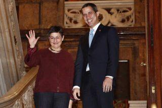 El cabreo máximo de la ministra de Exteriores para salvar la cara a Pedro Sánchez cuando le preguntan por Juan Guaidó