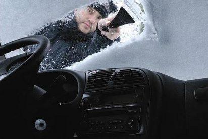 La Guardia Civil te explica las cosas que jamás debes hacer si te encuentras congelado el parabrisas del coche