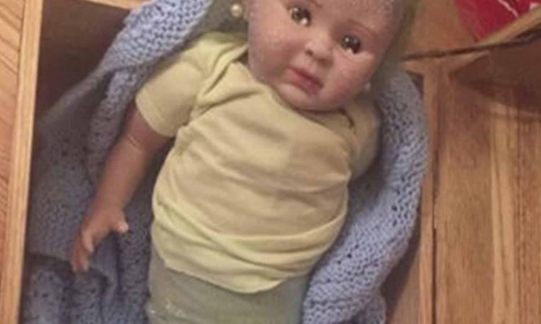 Papa Noel le trajo una horrenda bebé sirena a su hija y terminó vinculada en una red de narcotráfico