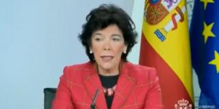 """Isabel Celaá la lía parda al decir que los hijos no pertenecen a los padres y las redes la crujen sin piedad: """"Son de Julio Iglesias"""""""
