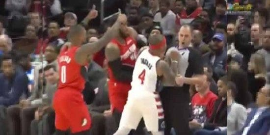 Locura en la NBA: Isaiah Thomas dura apenas 88 segundos en la cancha tras golpear al arbitro