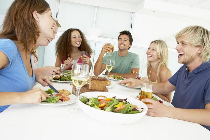 Comer en un ambiente alegre, distendido, relajado y armonioso