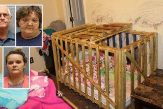 Una madre y 'abuelitos' encerraban a cinco niños en jaulas de madera y con candados