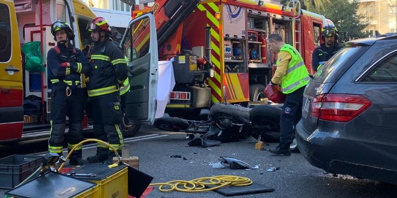 Se mata un motorista de 52 años al chocar de frente contra un coche en el centro de Madrid