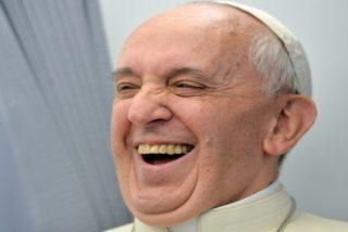 Modelo brasileña vestida de colegiala: escándalo por un supuesto 'like' del Papa en Instagram