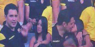Pillan a un aficionado del Barcelona poniendo los cuernos en televisión nacional