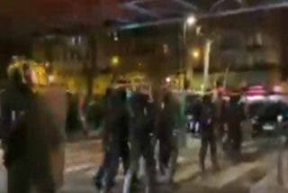 Boicot contra Macron: un grupo de 'chalecos amarillos' ataca el teatro donde estaba el presidente francés