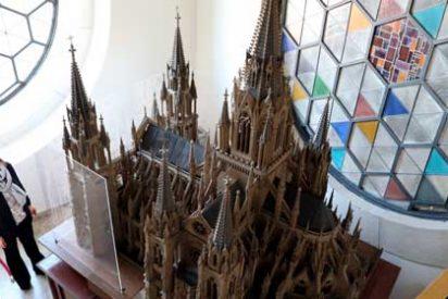 Almudena Maíllo visita el Museo de la Catedral de la Almudena