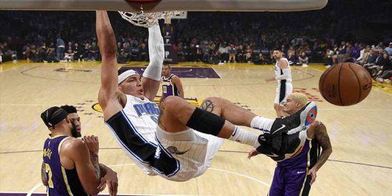 Un novato humilla a Lebrón James y derrota a Los Lakers en su propia casa
