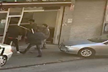 Cataluña sin ley: bestial pelea entre bandas con arma blanca, hachas y palos en un bar de Badalona