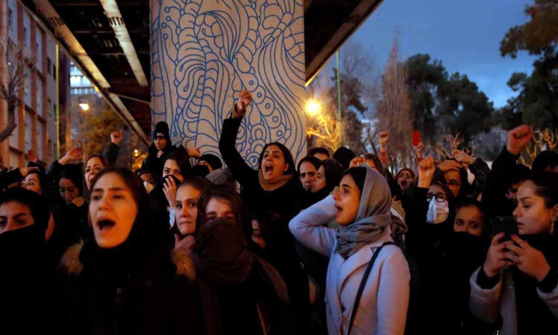 Miles de iraníes se lanzan a la calle para protestar contra el Gobierno 'mentiroso' que derribó el avión ucraniano