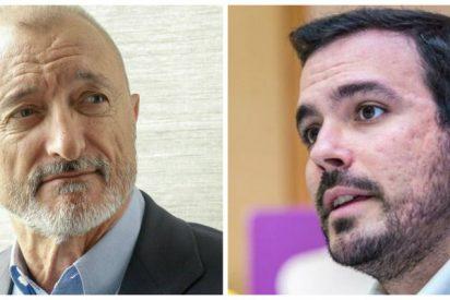"""Arturo Pérez-Reverte le propina un colosal revolcón al """"tonto"""" Alberto Garzón"""