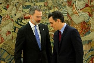 El Rey Felipe y Casa Real estallan contra Sánchez y difunden una ruinosa foto del nuevo Gobierno