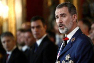 """Felipe VI resalta el """"compromiso"""" de las Fuerzas Armadas """"con España y la Constitución"""""""