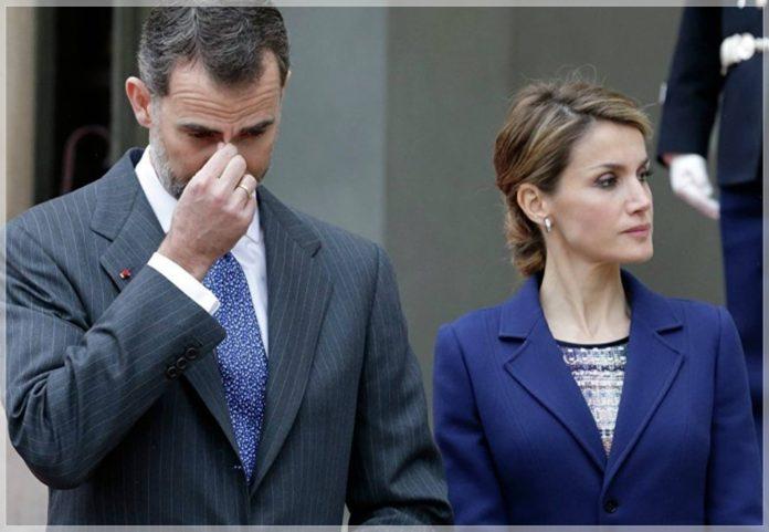 El Rey Felipe 'requisó' a Doña Letizia un documento letal para la Monarquía y causó una crisis en Casa Real