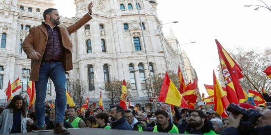 """Santi Abascal (VOX) recuerda al claudicante Sánchez su farol en campaña: """"Cumpla y traiga detenido al golpista Puigdemont"""""""