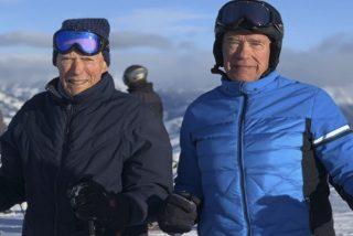 Schwarzenegger comparte esta foto esquiando con Clint Eastwood lanzando un curioso reto a sus fans