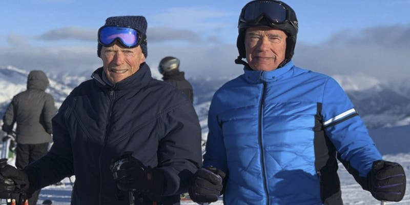 Schwarzenegger comparte esta foto esquiando con Clint Eastwood y lanza un curioso reto a sus fans