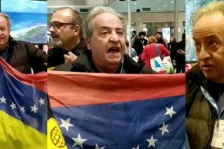 FiTUR 2020: Una docena de venezolanos hacen un humillante 'escrache' al stand del chavismo