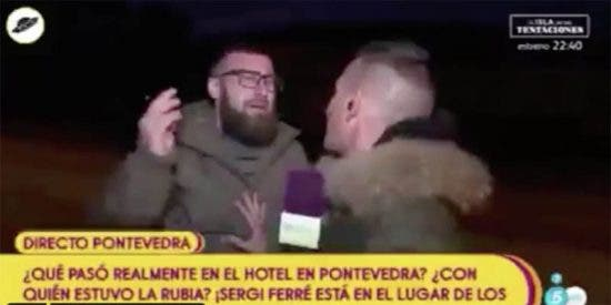 Sálvame 'piñazo': un espontáneo se cuela en directo para criticar la telebasura y destroza al reportero