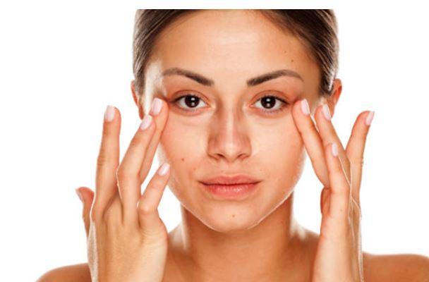 Corrector de ojeras, antes o después del maquillaje