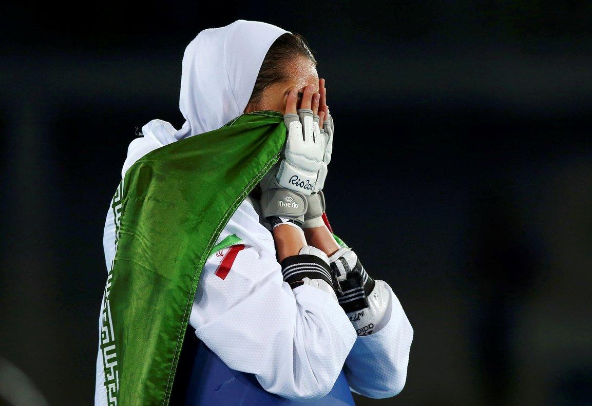 """Irán: La medallista olímpica Kimia Alizadeh huye a Europa harta de la brutal """"opresión"""""""