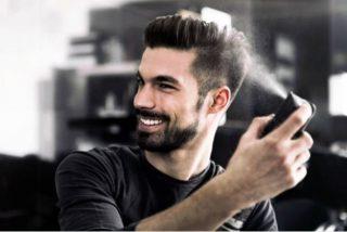 Cómo usar laca para el pelo de hombre