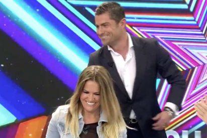 Alfonso Merlos sorprende e incomoda a su novia, Marta López, en pleno plató de TV