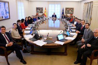 Ministro se 'fuga' a su millonaria mansión californiana, planta al Gobierno y ridiculiza a Pedro Sánchez
