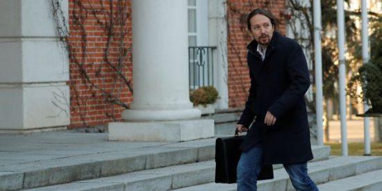 """El pavoneo """"machista"""" de Pablo Iglesias en el Consejo de Ministros"""