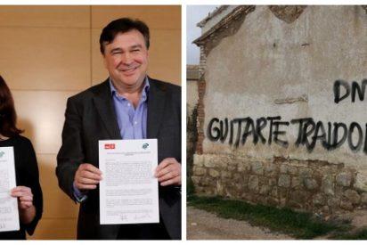 """Guitarte traidor"": Pintadas contra el diputado de Teruel Existe que esconde negocios suculentos a cambio de hacer presidente a Sánchez"