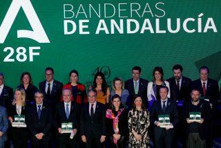 Bendodo defiende un andalucismo moderno y constitucional