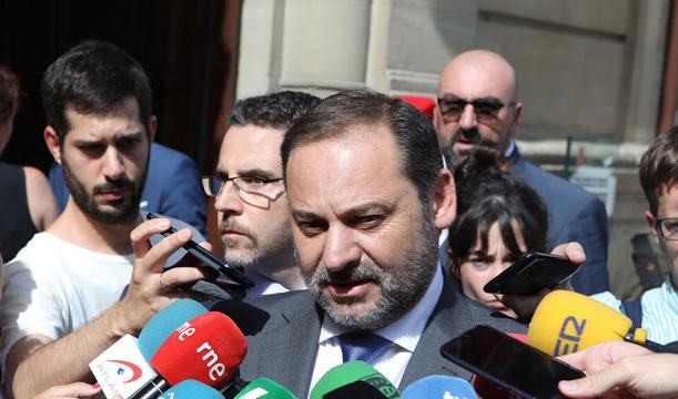 El 'Delcygate' hace descarrilar del todo a Ábalos: el ministro coloca a su chófer como consejero de Renfe