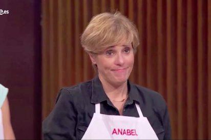 """Anabel Alonso insinúa que los de la bandera española son unos """"gilipollas"""" y en Twitter le cae el diluvio nacional"""