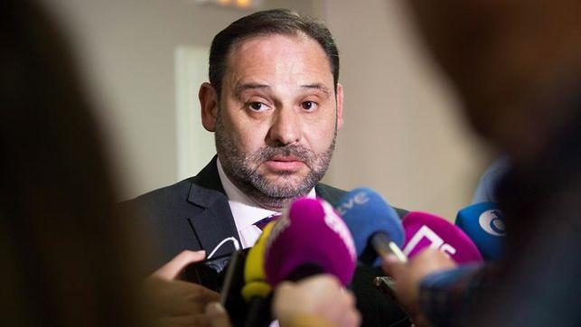 ¿Sabes qué ministros de Sánchez se enteraron primero de la visita de Delcy Rodríguez y mandaron a Ábalos a los 'leones'?