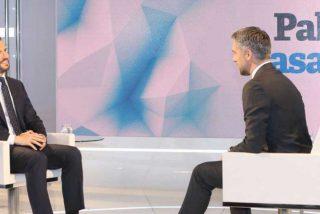 Pablo Casado desarma la pregunta trampa sobre RTVE que Carlos Franganillo le hizo por orden la empleada de Pedro Sánchez