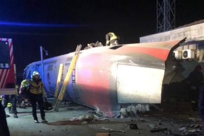 Dos muertos y una treintena de heridos por el descarrilamiento de un tren en Italia