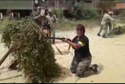 El ridículo entrenamiento de una obesa miliciana chavista: se queda atascada en una llanta