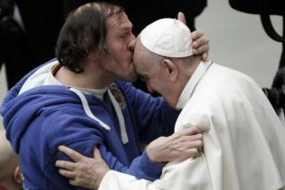 El acto de cariño de un feligrés discapacitado al Papa que conmocionó a todo el mundo