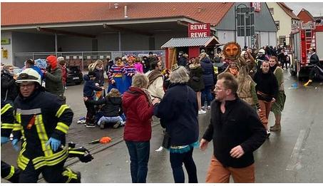 ¿Terrorismo?: Un coche arrolla a toda velocidad un desfile de carnaval en Alemania