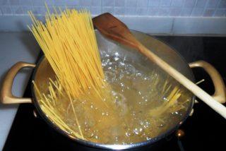 Nutrición y Medio Ambiente: nunca debes tirar el agua donde cueces la pasta