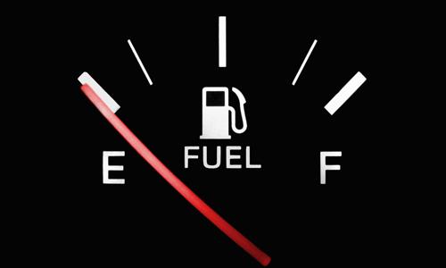 Multas: la DGT te puede cascar hasta 3.000 euros de sanción si el coche se te queda sin gasolina en carretera