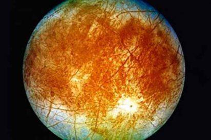 El satélite de Júpiter, Europa, con 'vida acuática' bajo su capa de hielo