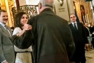 La Reina Letizia se salta el protocolo y deja al Rey Felipe VI turulato