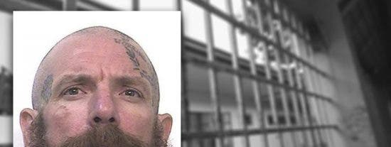 Jonathan Watson, preso por asesinato, mata a golpes a dos pederastas: