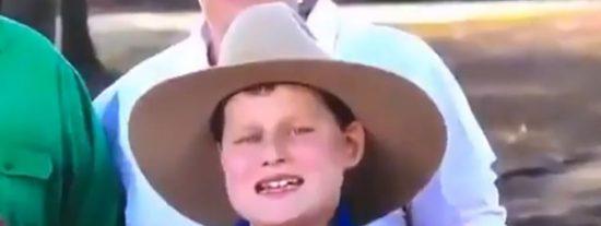 El Rey de las Moscas: este niño se come dos moscas durante una entrevista de televisión